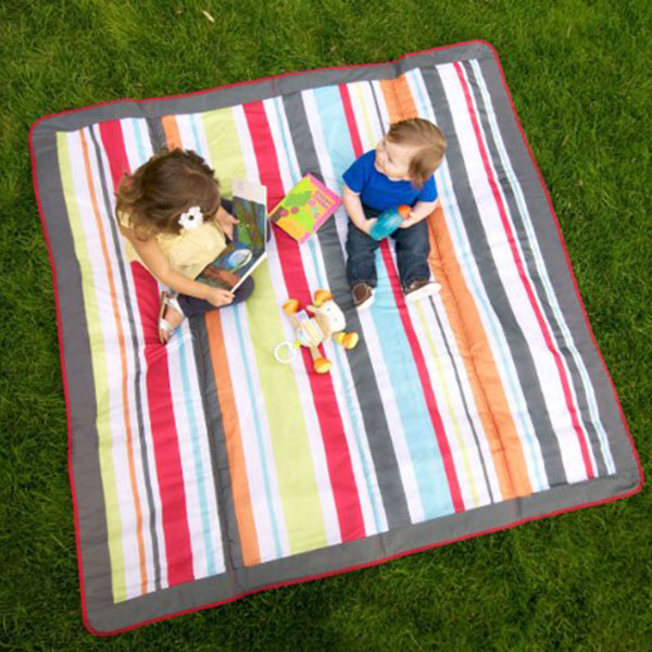 Outdoor picnic blanket with waterproof backing
